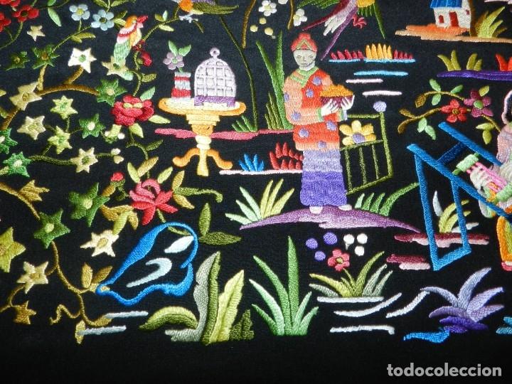 Antigüedades: EXCEPCIONAL MANTON DE MANILA, FILIPINAS, BORDADO A MANO CON FLORES Y PAJAROS, MUY GRANDE, MIDE 155 - Foto 15 - 183304046