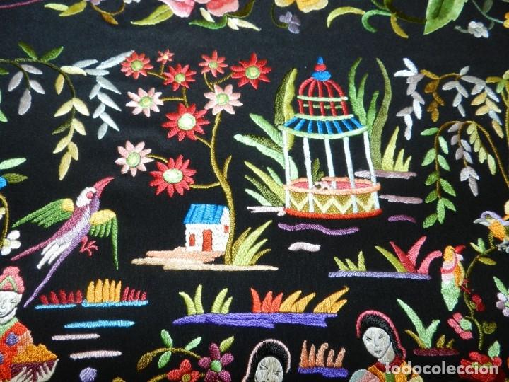 Antigüedades: EXCEPCIONAL MANTON DE MANILA, FILIPINAS, BORDADO A MANO CON FLORES Y PAJAROS, MUY GRANDE, MIDE 155 - Foto 16 - 183304046