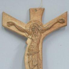 Antigüedades: GRAN CRUCIFIJO DE CERAMICA. ZULOAGA. Lote 183308496