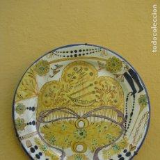 Antigüedades: IMPORTANTE PLATO DE MANISES. MOTIVOS INDUMENTARIA FALLERA. FECHADO 1.941. C. XERRI. Lote 183317140