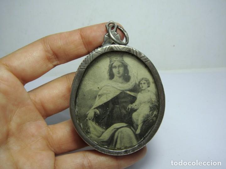 Antigüedades: Antiguo Relicario de Plata. Virgen del Carmen. Trasera con cera y reliquia. - Foto 2 - 183317225