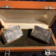 Antigüedades: ANTIGUOS SERVILLETEROS DE PLATA MADAME MONSIEUR EN SU CAJA ORIGINAL - MEDIDA DESL SERVILLETERO 3,4 X. Lote 183317601