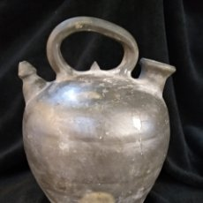 Antigüedades: BOTIJO OSCURO DE 31CM DE TERRISSA,CATALÁN. Lote 183372467