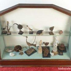 Antigüedades: VITRINA. EXPOSITOR DE MADERA CON SECRETER. MADERA Y CRISTAL. SIGLO XX. . Lote 183377675