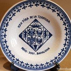 Antigüedades: PLATO DE CERÁMICA / XXII FIRA DE LA TERRISSA - 2001 / BADALONA / 26 CM Ø / PERFECTO / FIRMADO DAVID.. Lote 183384866