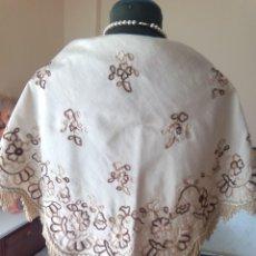 Antigüedades: MANTELETA BORDADO MARRON. Lote 183384941