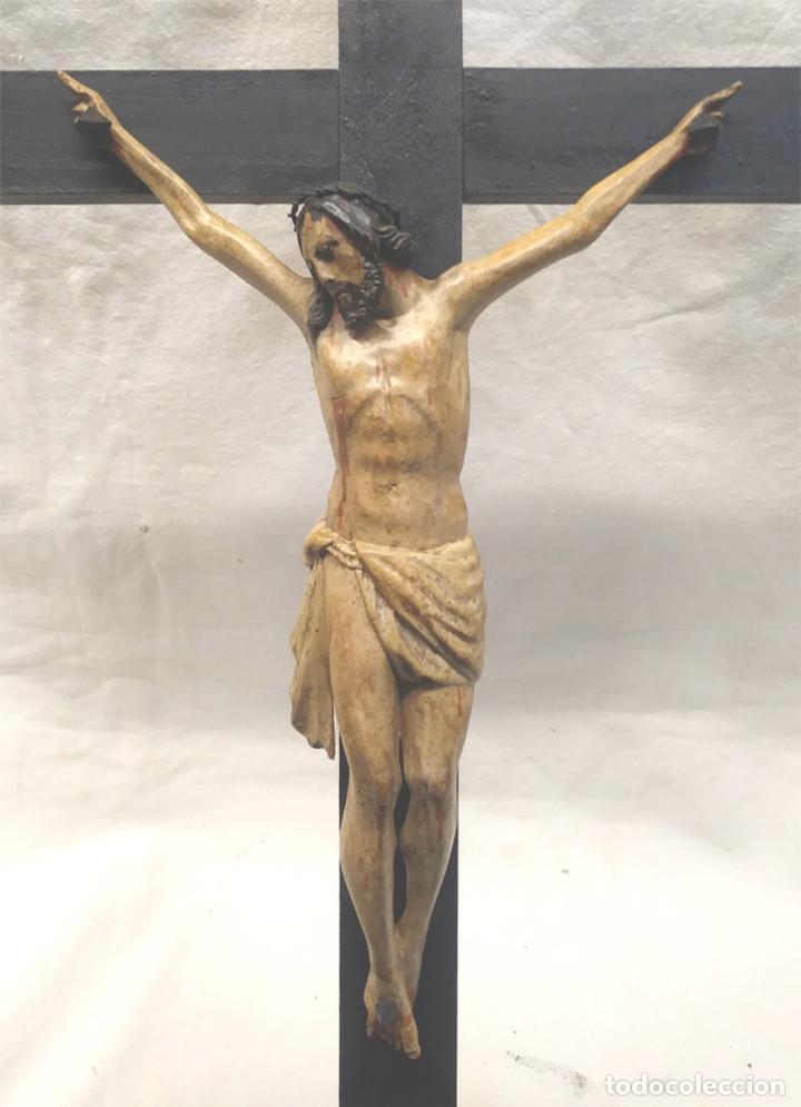 Antigüedades: Crucifijo con Cristo S XVIII, talla madera policromada. Med. 27 x 45 cm altura - Foto 2 - 183399976