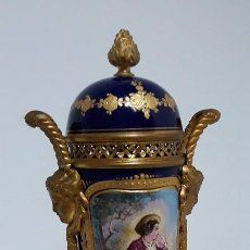 Antigüedades: ESPECTACULAR COPA O URNA DE SÈVRES NAPOLEÓN III. Lote 183419291