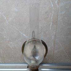 Antigüedades: QUINQUÉ DE ACEITE CON ESPEJO Y TULIPA DE CRISTAL CON SOPORTE, LAMPARA DE ACEITE, CANDIL.. Lote 183431538