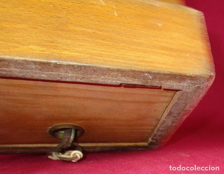 Antigüedades: PRECIOSA CAPILLA MOVIL LIMOSNERA ANTIGUA PARA IMAGEN VIRGEN SANTO - Foto 7 - 183435023
