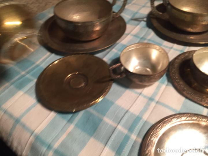 Antigüedades: Antiguas 5 taza / tazas de metal bañado en plata repujado con platos a juego años 40-50 - Foto 7 - 183438365