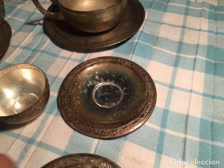 Antigüedades: Antiguas 5 taza / tazas de metal bañado en plata repujado con platos a juego años 40-50 - Foto 8 - 183438365