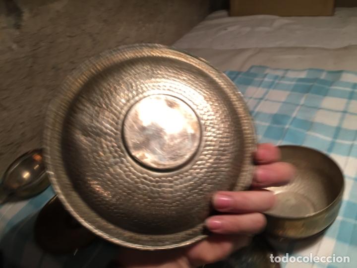 Antigüedades: Antiguas 5 taza / tazas de metal bañado en plata repujado con platos a juego años 40-50 - Foto 14 - 183438365
