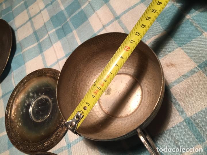 Antigüedades: Antiguas 5 taza / tazas de metal bañado en plata repujado con platos a juego años 40-50 - Foto 20 - 183438365