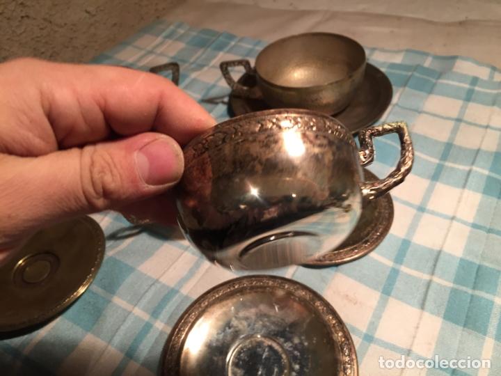 Antigüedades: Antiguas 5 taza / tazas de metal bañado en plata repujado con platos a juego años 40-50 - Foto 3 - 183438365