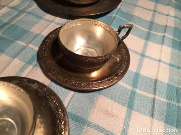 Antigüedades: Antiguas 5 taza / tazas de metal bañado en plata repujado con platos a juego años 40-50 - Foto 6 - 183438365