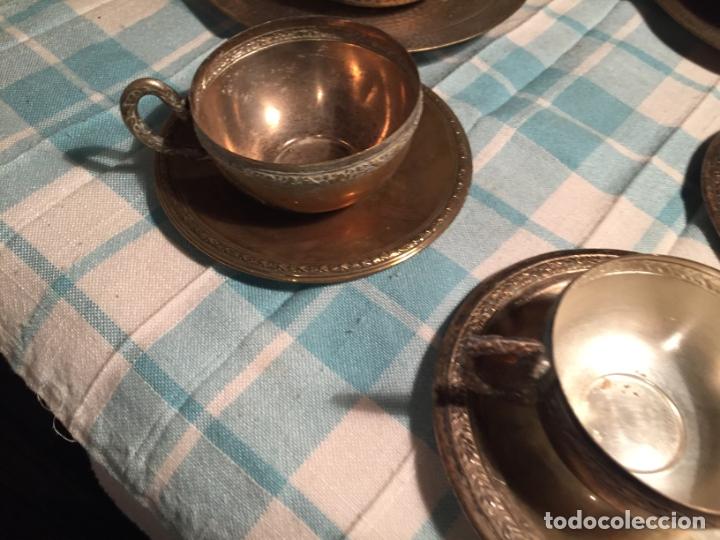Antigüedades: Antiguas 5 taza / tazas de metal bañado en plata repujado con platos a juego años 40-50 - Foto 19 - 183438365