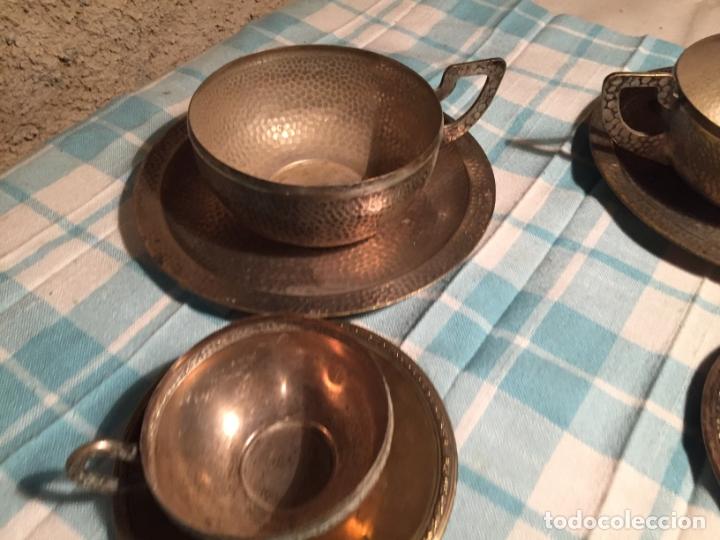 Antigüedades: Antiguas 5 taza / tazas de metal bañado en plata repujado con platos a juego años 40-50 - Foto 4 - 183438365