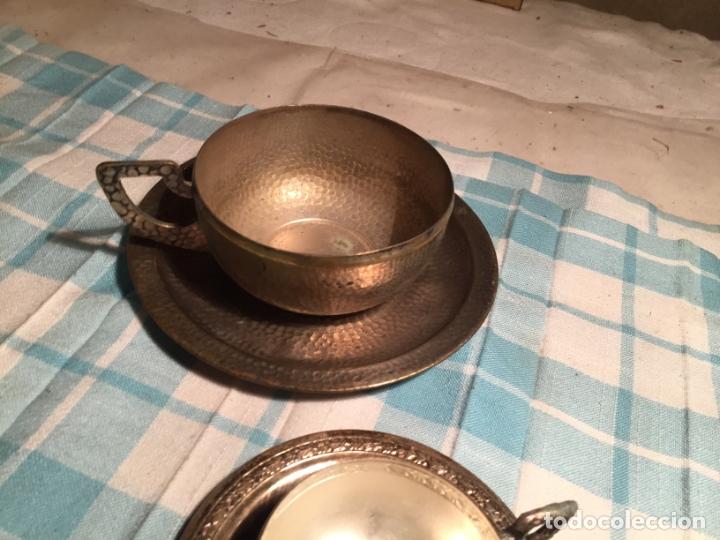Antigüedades: Antiguas 5 taza / tazas de metal bañado en plata repujado con platos a juego años 40-50 - Foto 25 - 183438365