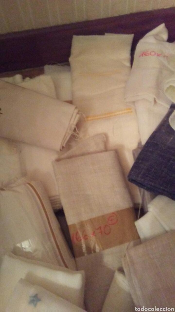 Antigüedades: Lote de 33 retales de cortinas de diferentes modelos y tamaños, - Foto 5 - 183443810