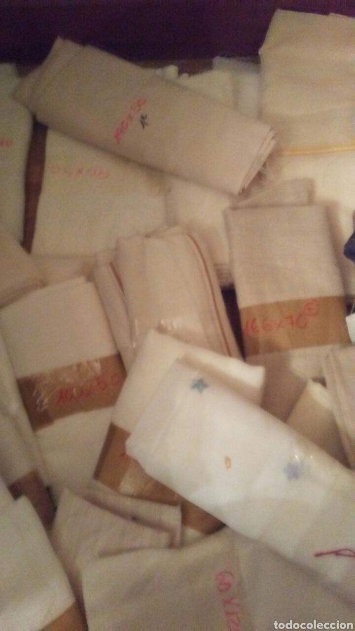 Antigüedades: Lote de 33 retales de cortinas de diferentes modelos y tamaños, - Foto 8 - 183443810