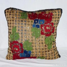 Antigüedades: ANTIGUO COJIN BORDADO SOBRE RED O MALLA.42 X 42 CM.. Lote 183445298