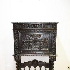 Antigüedades: BARGUEÑO ANTIGUO TALLADO ESTILO RENACIMIENTO ESPAÑOL. Lote 183458978