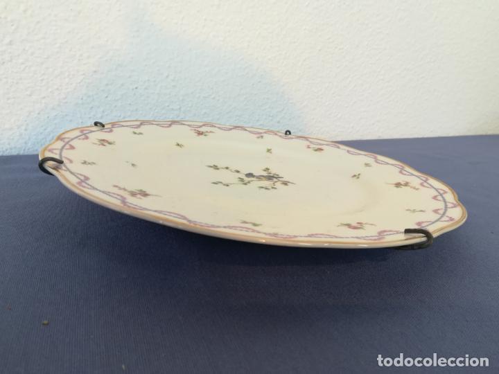 Antigüedades: Antiguo plato de porcelana de Theodore Haviland pintado a mano, decoración pájaro, años 1930 ø 25 cm - Foto 2 - 183507662