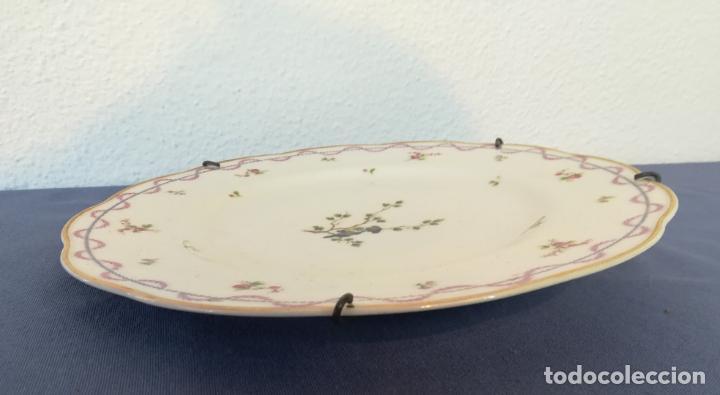 Antigüedades: Antiguo plato de porcelana de Theodore Haviland pintado a mano, decoración pájaro, años 1930 ø 25 cm - Foto 5 - 183507662