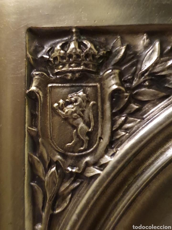 Antigüedades: PRECIOSO Y ANTIGUO CUADRO DE LA VIRGEN DEL PILAR EN RELIEVE CON BAÑO DE PLATA - Foto 5 - 183525698
