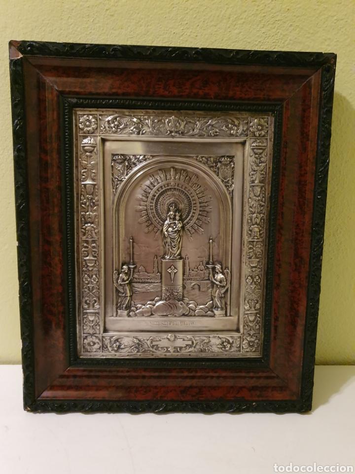 PRECIOSO Y ANTIGUO CUADRO DE LA VIRGEN DEL PILAR EN RELIEVE CON BAÑO DE PLATA (Antigüedades - Religiosas - Orfebrería Antigua)