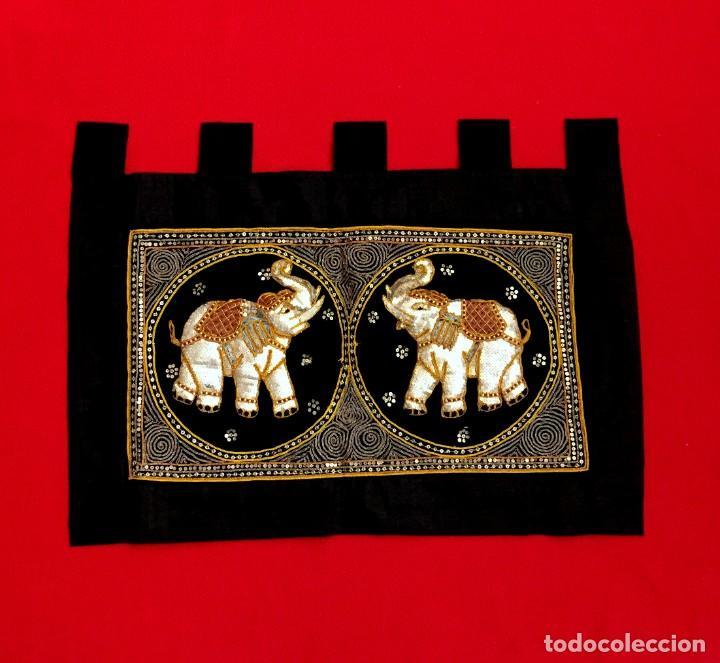 TAPIZ THAILANDES CON ELEFANTES BORDADOS A MANO - 68 X 50 CM (Antigüedades - Hogar y Decoración - Tapices Antiguos)
