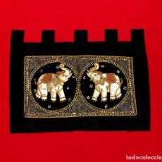 Antigüedades: TAPIZ THAILANDES CON ELEFANTES BORDADOS A MANO - 68 X 50 CM. Lote 183532930