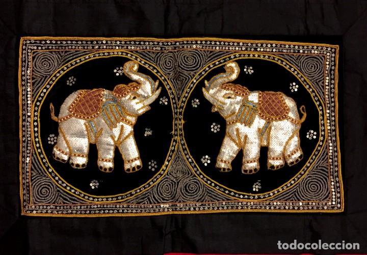 Antigüedades: TAPIZ THAILANDES CON ELEFANTES BORDADOS A MANO - 68 X 50 CM - Foto 2 - 183532930