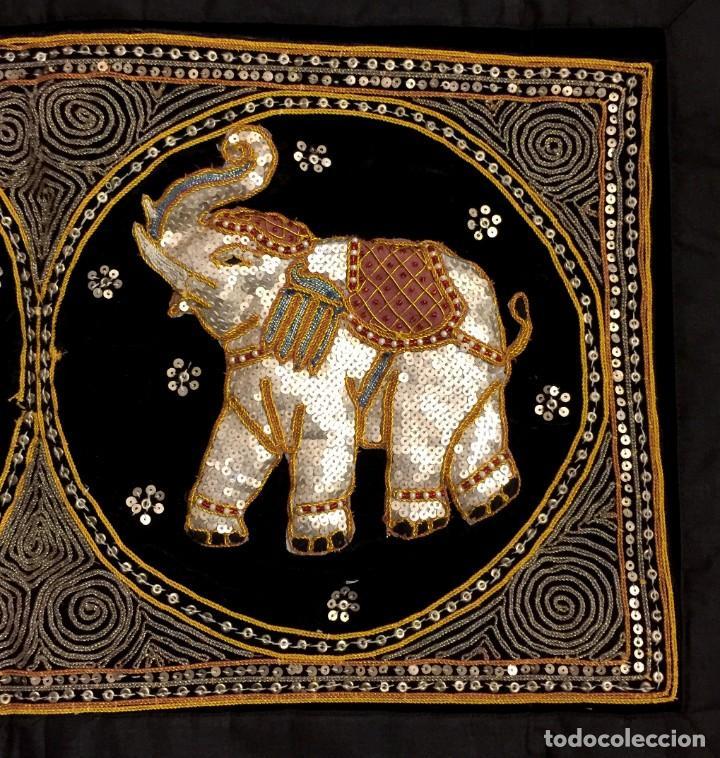 Antigüedades: TAPIZ THAILANDES CON ELEFANTES BORDADOS A MANO - 68 X 50 CM - Foto 4 - 183532930
