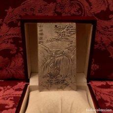 Antigüedades: LINGOTE EN PLATA CON GRABADO CARPA Y ZODIACO CHINO - 132 GRAMOS. Lote 183540940