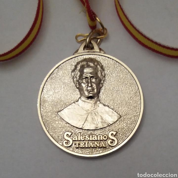 MEDALLA SALESIANOS DE TRIANA, SEVILLA (Antigüedades - Religiosas - Medallas Antiguas)