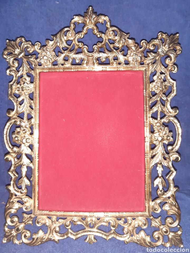 ANTIGUO PORTARETRATOS EN BRONCE (Antigüedades - Hogar y Decoración - Portafotos Antiguos)