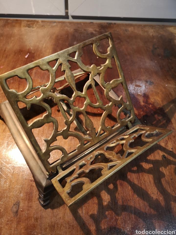 Antigüedades: Antiguo atril de iglesia en bronce, plegable - Foto 2 - 183583313