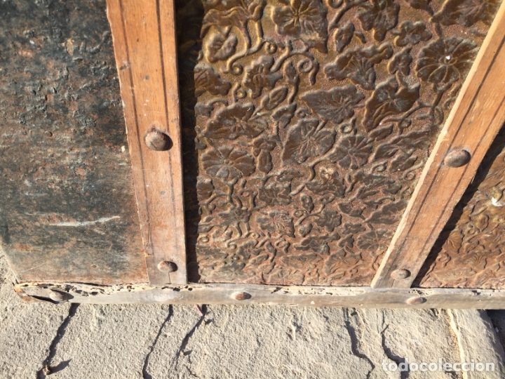 Antigüedades: Antiguo baúl de madera y lata con cerraduras y asas de los años 10-20 - Foto 4 - 183609031