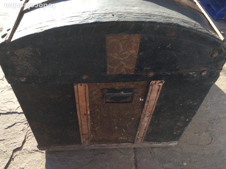 Antigüedades: Antiguo baúl de madera y lata con cerraduras y asas de los años 10-20 - Foto 11 - 183609031