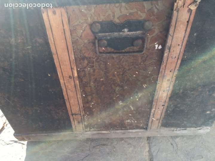 Antigüedades: Antiguo baúl de madera y lata con cerraduras y asas de los años 10-20 - Foto 19 - 183609031