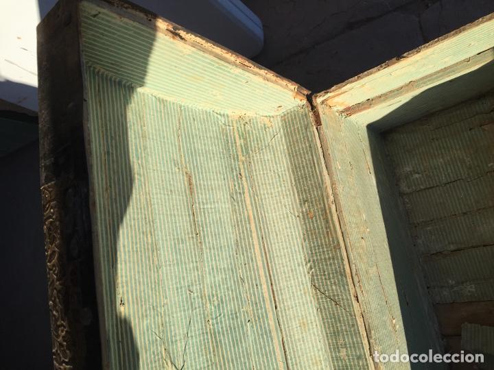 Antigüedades: Antiguo baúl de madera y lata con cerraduras y asas de los años 10-20 - Foto 21 - 183609031