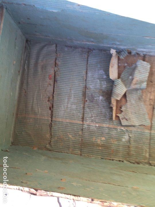 Antigüedades: Antiguo baúl de madera y lata con cerraduras y asas de los años 10-20 - Foto 26 - 183609031