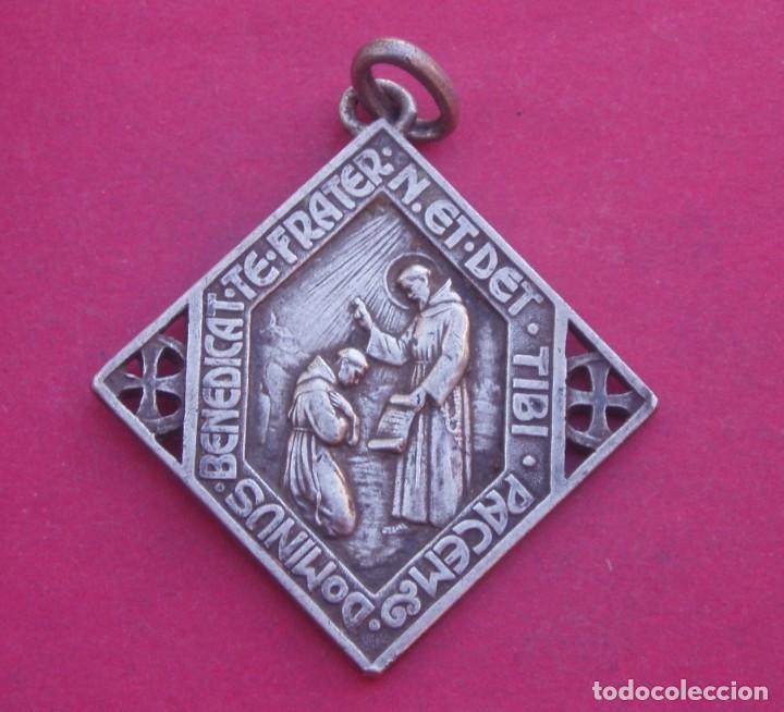 Antigüedades: Gran Medalla Antigua en Plata Virgen Divina Pastora y San Francisco de Asís. - Foto 2 - 183611722