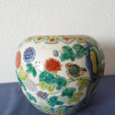 Antigüedades: JARRON CHINO GINGER JAR CON MOTIVOS FLORALES, SIN TAPA, PINTADO A MANO Y CON SELLO EN LA BASE. Lote 183622872