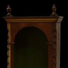 Antigüedades: ANTIGUA CAPILLA, HORNACINA, VITRINA DE NOGAL CASTELLANO. ISABELINA. SIGLO XIX. 75X44X26. RAREZA. Lote 208139735