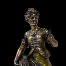 Antigüedades: ESPECTACULAR ESCULTURA COSTUMBRISTA DE BRONCE CON BAÑO O REGRUESO DE PLATA DE LEY. XIX. 51 CM. Lote 182595117