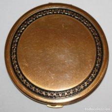 Antigüedades: POLVERA REALIZADA EN METAL Y DECORACIONES GRABADAS DE MEDIADOS DEL SIGLO XX. Lote 183634818