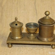 Antigüedades: ESCRIBANIA TINTERO SECANTE DE BRONCE. Lote 183659745